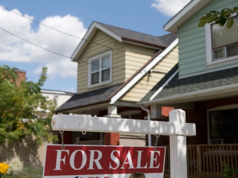 CREA: Canada's home sales to beat expectations as buyers rush to lock in low rates